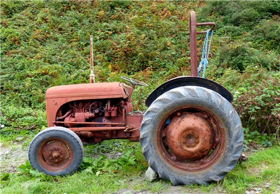 Porth Meudwy old tractor